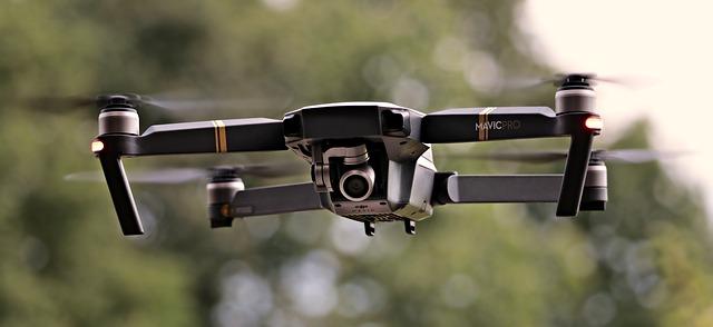 letící quadrocopter
