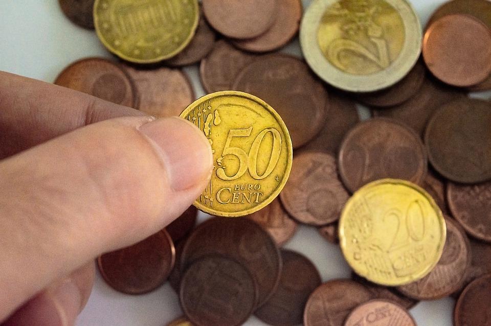 mince v prstech